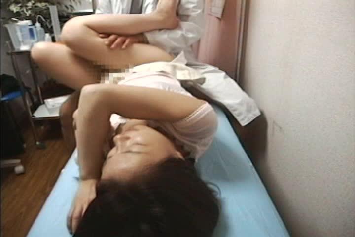 不妊治療に訪れた人妻に変態産婦人科医が衝撃発言!!「奥さん、僕の精子いかがですか?」 Part.2 前編 5名収録