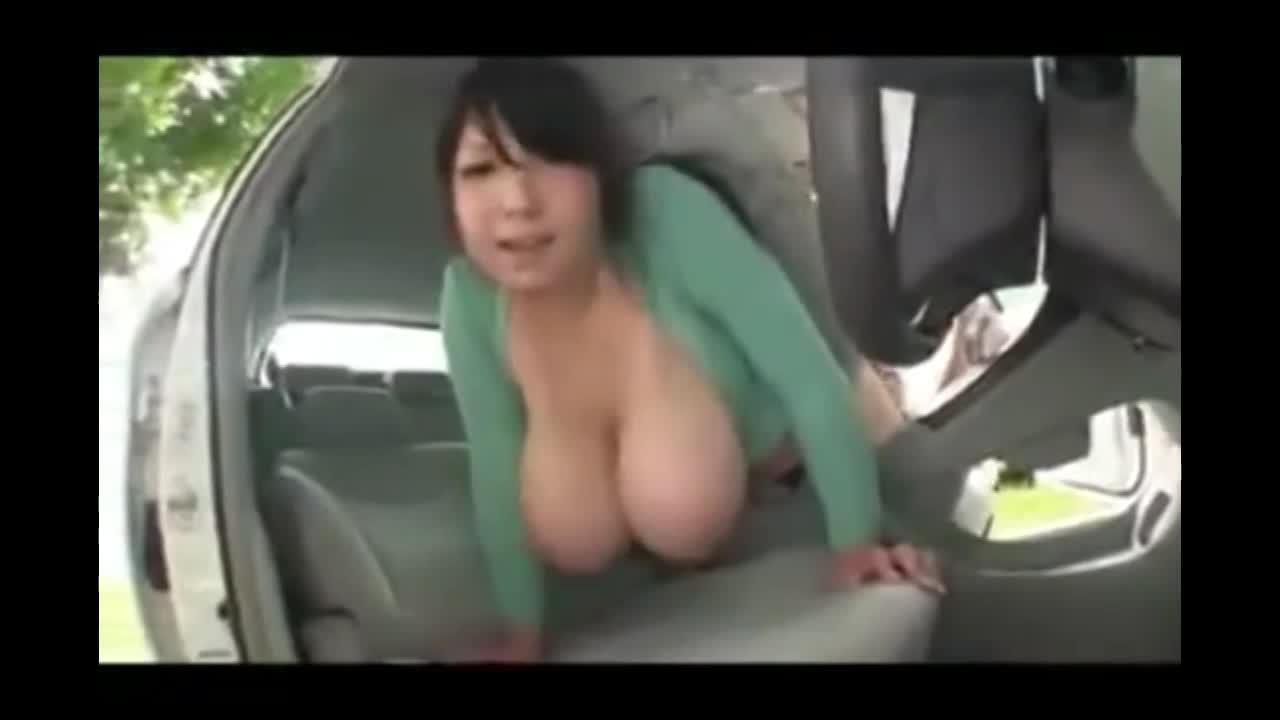 爆乳の人妻に車の中でエッチなサービスしてもらったぞww」